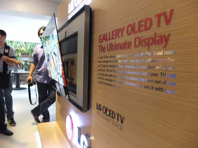 LG Gallery OLED TV Display