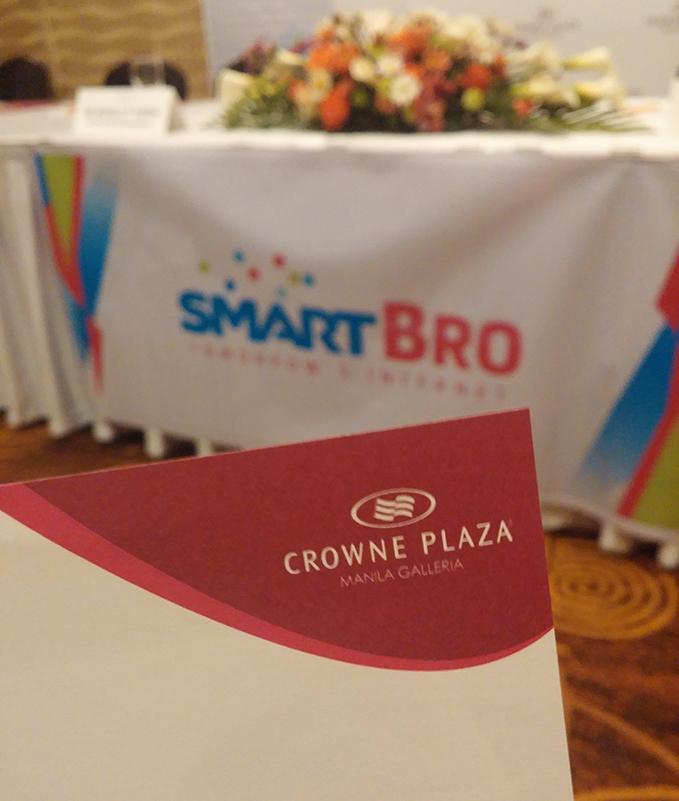 Smart Crowne Plaza Galleria Manila 00