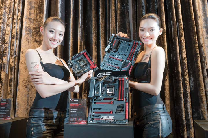 The models showcase three latest ROG motherboards, Maximus VII Formula, Maximus VII Impact and Crossblade Ranger
