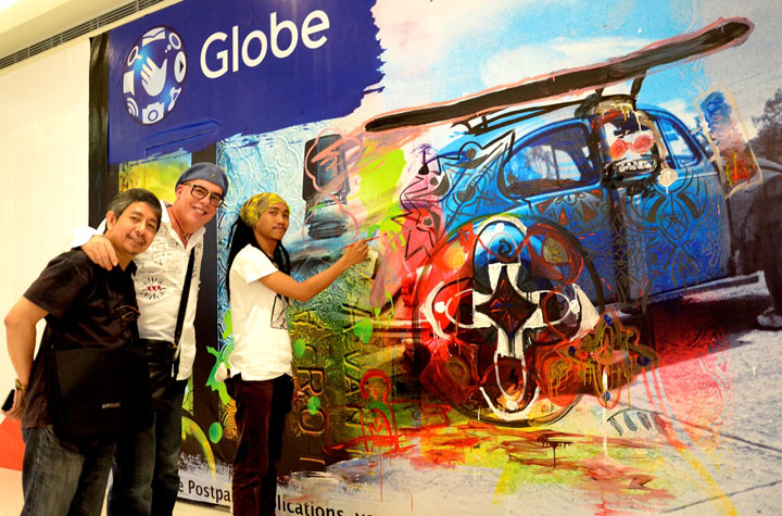 Ross Capili together with Globe Retail Transformation and Management Head Joe Caliro and artist Rem San Pedro