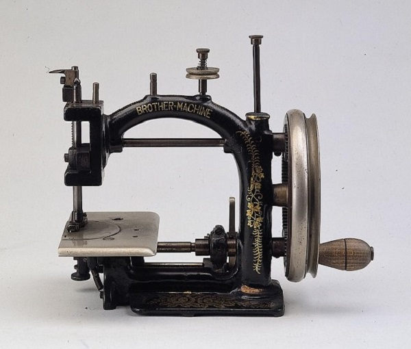 Brother Chain-stitch Sewing Machine for Straw Hats (1)
