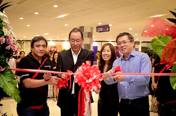 L-R: John Rojo, Business Unit Head, Open Communications Inc. ; Benjamin Gomez, Odette Ong Gomez, Owners, BCG Computers, Michael Ngan, Country General Manager, Lenovo Philippines