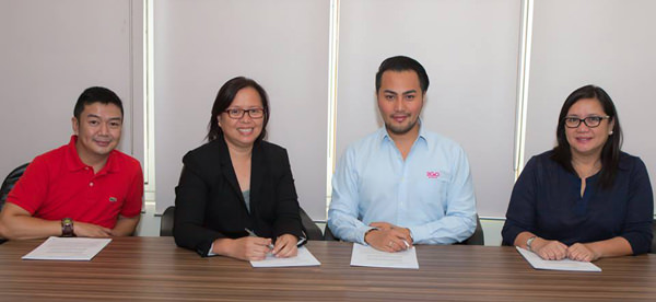 Online ticket sales for 2GoTravel with PinoyTravel. From left to right: Erwin Condenuevo, 2GoTravel Customer Interaction Center Manager; Au Soriano, PinoyTravel CEO and cofounder; Stephen Tagud, 2GoTravel Chief Commercial Officer; and Grace Golez, 2GoTravel AVP Retail Sales.