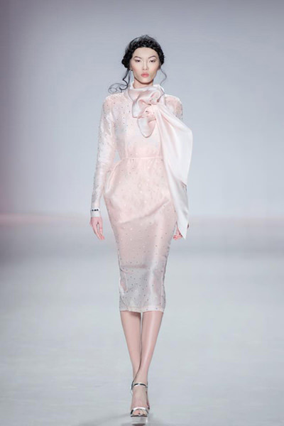 Oppo R5 New York Mercedes-Benz Fashion Week Vietnamese-American supermodel Bao Hoa to present The Last Petal collection