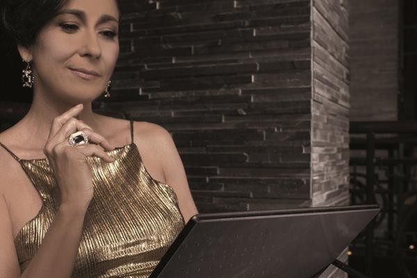 Cheri Gil Acer Aspire R13