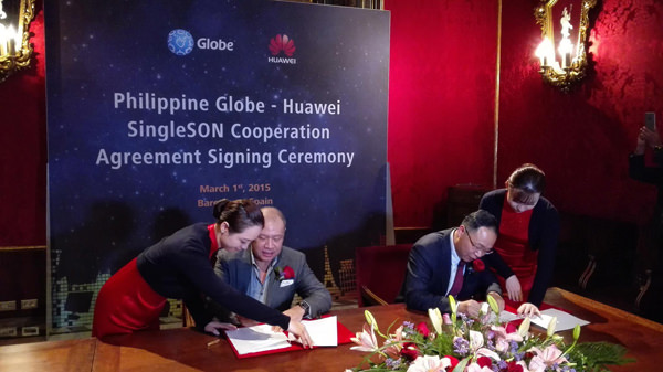 Globe Telecom president & Chief Executive Officer, Mr. Ernest Cu shakes the hand of Mr. David Wang, President of Huawei Wireless Product Line after signing the SingleSON Cooperation agreement in Barcelona Spain last March 1, 2005. Globe Telecom is the first operator in the world to adopt the SingleSON solution from Huawei.