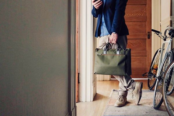 ​​Moshi offers a sophisticated selection of laptop bags such as the Urbana Briefcase in Green.