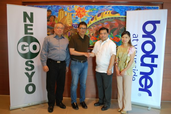 Brother Philippines recently partnered with Go Negosyo to expand its corporate social responsibility programs geared towards advancing Filipinos' entrepreneurship skills. In photo during the MoA signing are (left to right) Go Negosyo's Executive Director Ramon Lopez and Founder Joey Concepcion, and Brother Philippines' President Glenn P. Hocson and Marketing Manager Lalaine Mesina.