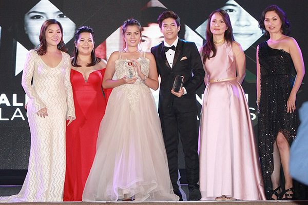 Alexa Ilacad and Nash Aguas (center) pose for the camera after receiving the Most Promising Young Star awards from HOOQ. With them are (from left) PEP Inc. General Manager Marilyn See, PEP Inc. Head of Sales Zari Leonardo, HOOQ Country Manager for the Philippines Jane Walker, and HOOQ Marketing Head for the Philippines Sheila Paul.