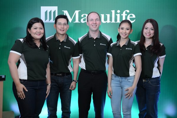 Manulife Philippines' executives with their brand ambassadors (from left) Melissa Henson, VP & Chief Marketing Officer, Richard Yap, ambassador, Ryan Charland, President & CEO, Sarah Geronimo, ambassador, Kay Wong-Baylon, SAVP for Brand & Digital