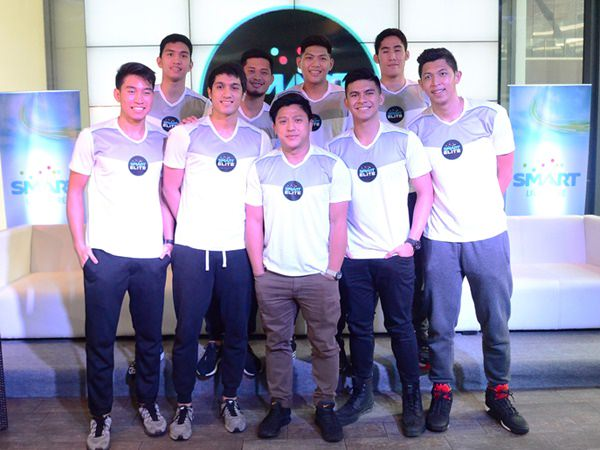 Smart Sports Marketing Manager Epok Quimpo (center) presents the latest batch of Smart Elite, which include UAAP star players (first row from left) Jett Manuel of University of the Philippines; Von Pessumal and Kiefer Ravena of Ateneo de Manila University; Kevin Ferrer of University of Santo Tomas; (second row from left) Dawn Ochea of Adamson University; Gelo Alolino of National University; Prince Rivero of De La Salle University; and Mark Belo of Far Eastern University. Also part of Smart Elite is Paul Varilla (not in photo) of University of the East.