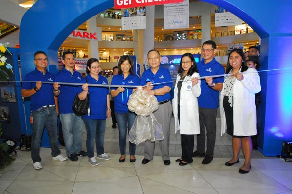 Championing a nationwide health movement. The Medical City's President and CEO Dr. Alfredo R.A. Bengzon (fourth from right) poses with the TMC team to launch the two-day activity with a ribbon-cutting ceremony.