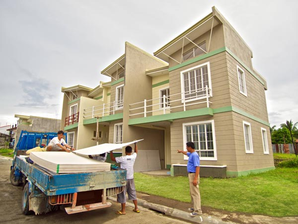 This two-storey house situated at Ville De Soleil in Dasmarinas, Cavite includes genuine HardieFlex fiber cement boards to ensure a long lasting and cost-efficient quality without compromising design.