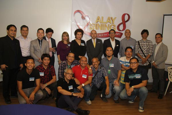 Rotary Club Makati West officers and members (L–R) Edsa delos Santos, AP Bartolome, Davy Lim, Paolo Delgado, President Junvee Vital, Roque Tordesillas and Patrick Dionisio with some of the participating artists of Alay Sining 8, a fund raising project of the Club for the Gift of Life program, which provides free heart surgery to children with congenital heart defects from indigent families.