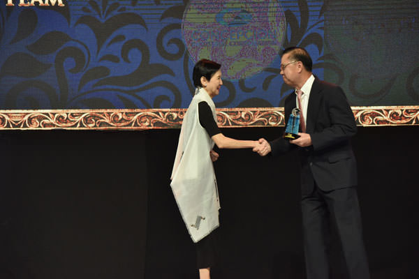 Ma.-Cristina-Coronel,-Pointwest-Technologies-President-at-the-2015-Asia-CEO-Awards