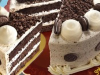 A Cookies and Crème Collaboration: The Choco-Velvet Cake with Oreo from Goldilocks