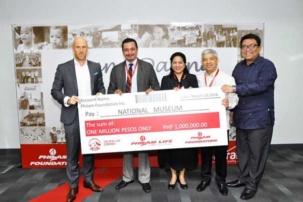 From Left to right: AIA Regional CEO Gordon Watson, National Museum Director Jeremy Barns, National Museum Assistant Director Ana Labrador, BPI-Philam CEO Ariel G. Cantos, and Philam Foundation President Max Ventura