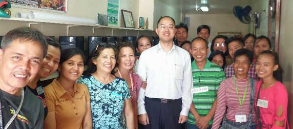 ASUS Philippines Country Manager Mr. George Su smiles together with the local community members.