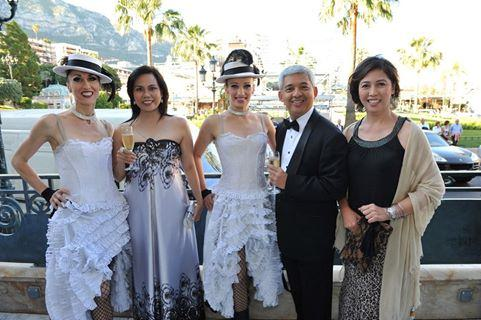 Nina Solomon (right) with Philam Life CEO Aibee Cantos (2nd from right) and Agency Manager Anna Blanco (2nd from left) at the AIA President's Club in Monaco last 2012.