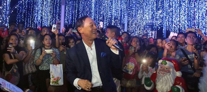 Samsung brings musical delight with Jose Mari Chan at the Festival of Lights with the launch of the Samsung Christmas Giveaways
