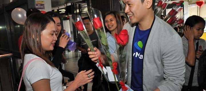 PayMaya offers a romantic surprise to LRT commuters on Valentine's Day