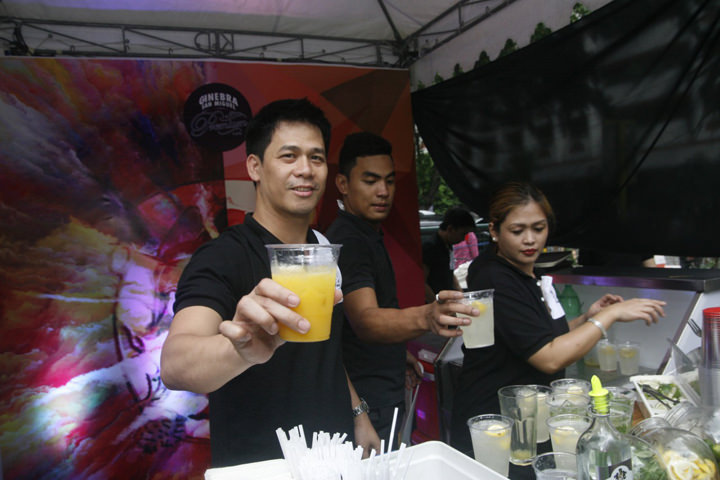 GSMI Mixologists serrving mango PAradise and Calamansi Surprise.