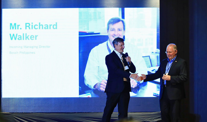 Outgoing Managing Director of Bosch in the Philippines Andrew Powell (right) welcomes incoming Managing Director Richard Walker (left).