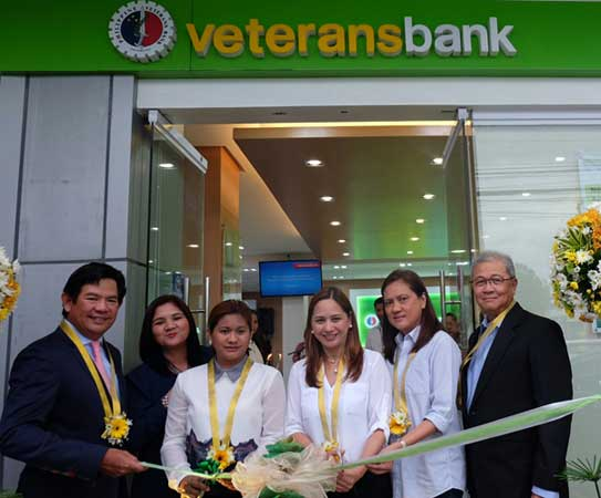 PVB president and COO Nonilo Cruz, City of San Fernando Branch head Alma Valdez, Provincial Board Member Cherry Manalo, Governor Pineda's Chief of Staff Councilor Fritzie Dizon, Engr. Romelia Agoncillo and PVB SVP Roberto Palasigui cut the ribbon during the inauguration of the newly renovated Philippine Veterans Bank (Pampanga) Branch.