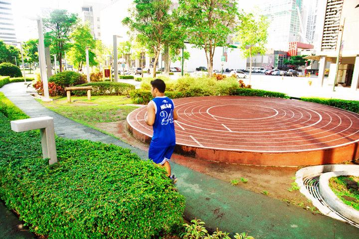 A Quick Guide to Exploring Bonifacio Global City, Track 30