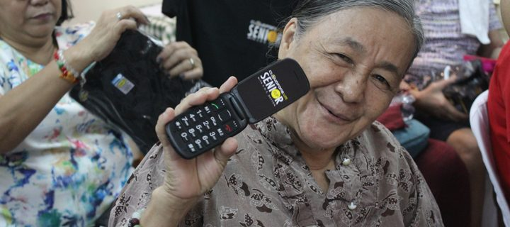 Cloudfone Lite Senior Phones with S.O.S. Button let the elderly seek help ASAP
