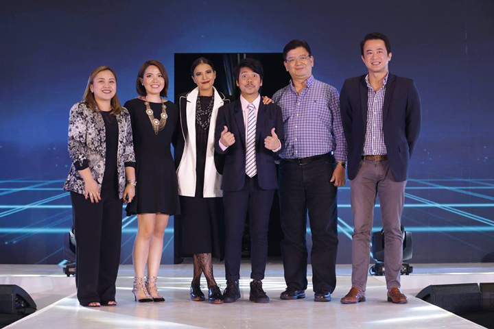 Left to Right: Rina Bugayong (Senior Assistant Vice President for Marketing for SM Shoes and Bags), Sue Ong-Lim (Acer Philippines' Sales and Marketing Director), Alessandra de Rossi, Empoy, Manuel Wong (Acer Philippines' General Manager), and Alejandro Cruz (Vice President for SM Advantage Loyalty Marketing and E-Commerce).