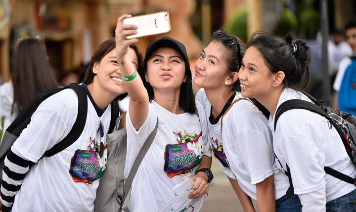 National Selfie Day at Enchanted Kingdom, OPPO, OPPO F4 6GB