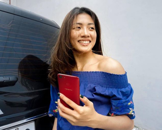 Kiana Dy holds the OPPO F5 Red