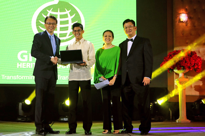 L-R: Jason Chen, Chairman and CEO, Acer Inc.; Romnick Blanco, GreenEarth Heritage Foundation; Scholar and Incoming Student, Harvard University; Dra. Mylene V. Matti, Founder and Executive Director, GreenEarth Heritage Foundation, Inc.; and Manuel Wong, Managing Director, Acer Philippines Inc.