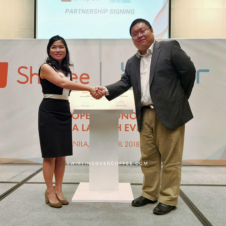 L-R: Shopee Philippines Director Jane Lim and Honor Philippines Country Director Wang Yang shake hands after having signed a Memorandum of Understanding on April 25, 2018 at the Shangri-la at the Fort, BGC.