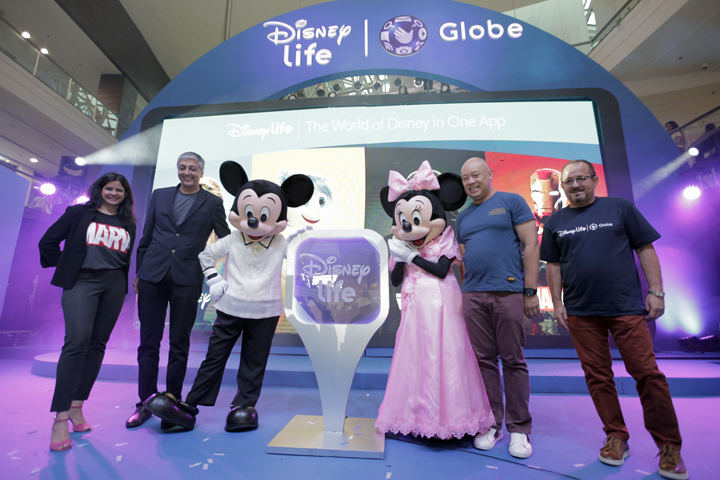 At the launch of DisneyLife App are Mickey and Minnie Mouse together with Head of Media Distribution and OTT, The Walt Disney Company South Asia Amitra Pandey, EVP & Managing Director, The Walt Disney Company South Asia Mahesh Samat, Globe President and CEO Ernest Cu and Globe Chief Commercial Officer Albert De Larrazabal