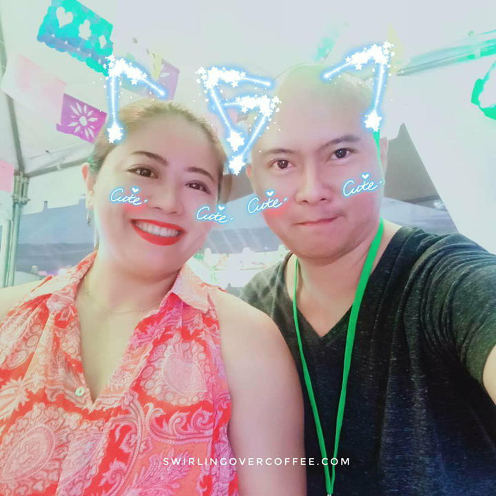 Jane Wan, OPPO Philipines Brand Marketing Director, and Irwin Allen Rivera, Owner and Content Lead at SwirlingOverCoffee.com, take a selfie with AR Stickers.