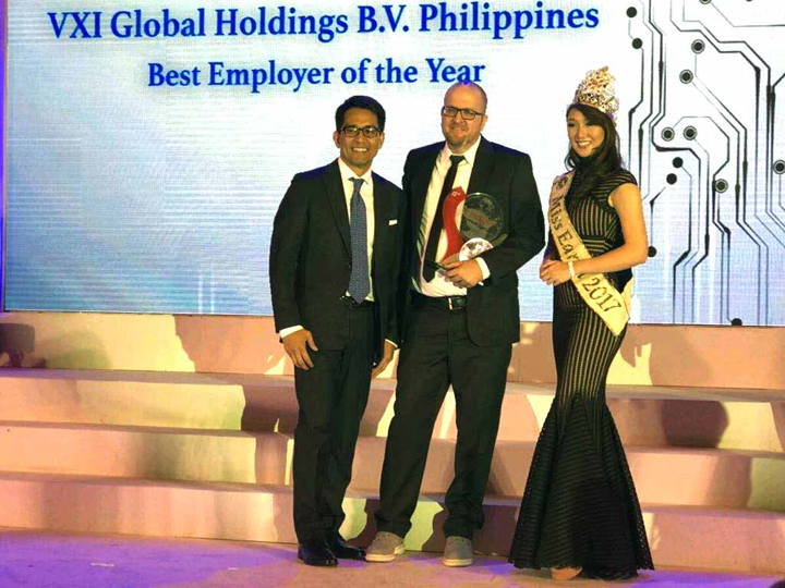(L-R) PETER MAQUERA - Senior Vice President for Enterprise Group, Globe Business; Jared Morrison - VXI's Executive Vice President and Country Manager; Karen Ibasco - Miss Earth 2017
