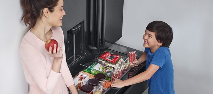 Stock up on your kids' favorite treats with the Samsung Twin Cooling Refrigerator