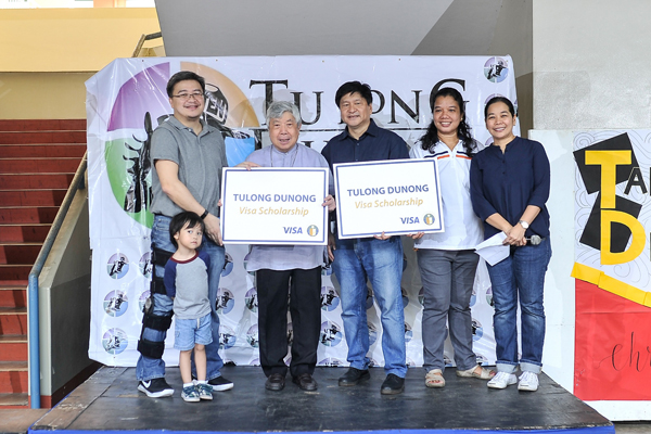 From left: Jay Tirona, Director of Business Development Visa Philippines and son, Joey Tirona; Fr. Alberto Ampil, SJ, Director of Parent Relations of the Ateneo De Manila High School; Lito Rivera, President of the Tulong Dunong Foundation Inc. (TDFI); Elma Fungo, Tulong Dunong Secretariat-Formation; Meng De Guia, Tulong Dunong Scholar and Former Scholarship Coordinator