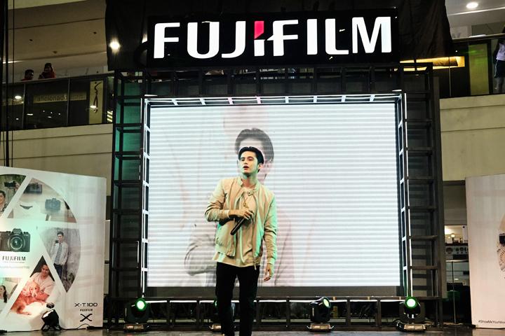 James Reid, Fujifilm Philippines ambassadors, performs for audiences at the Fuji X-T100 launch in Glorietta, Makati.