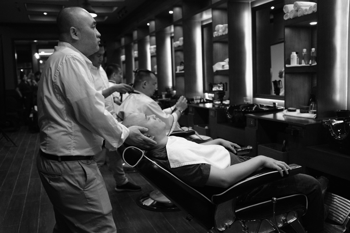 Guests are using Fujifilm X-T100 to document their grooming experience