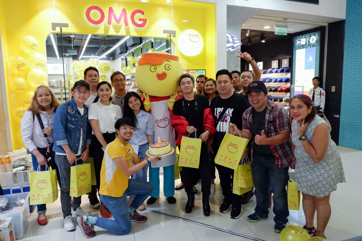 OMG, your fave gadget shop,  turns one!