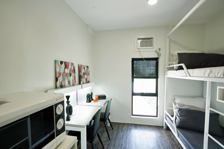 The 2-bedroom unit: Tagged as one of the best-selling units in MyTown, the 2-bedroom unit is perfect for young professionals who prefer living with a buddy. Solo arrangements are also accepted for this unit can turn the above area into an extended chamber for personal belongings.