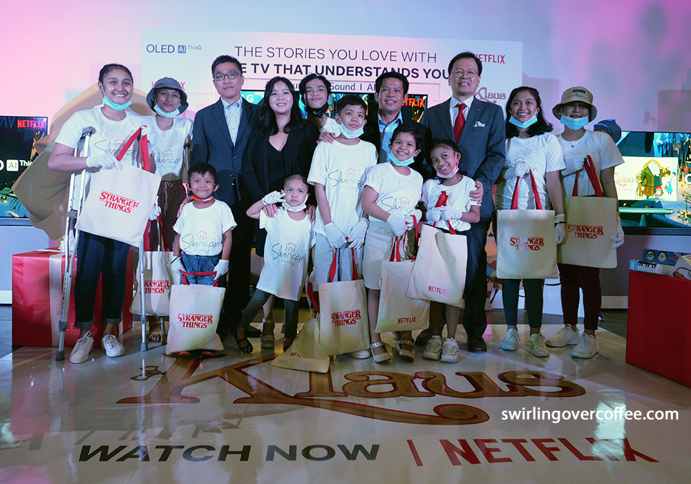 Children from the Shelter of Hope pose with LG Philippines and Netflix executives