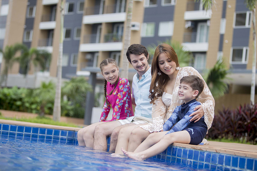 Both adults and kids can bask in the inviting lounge pools and kiddie pools anytime of the week