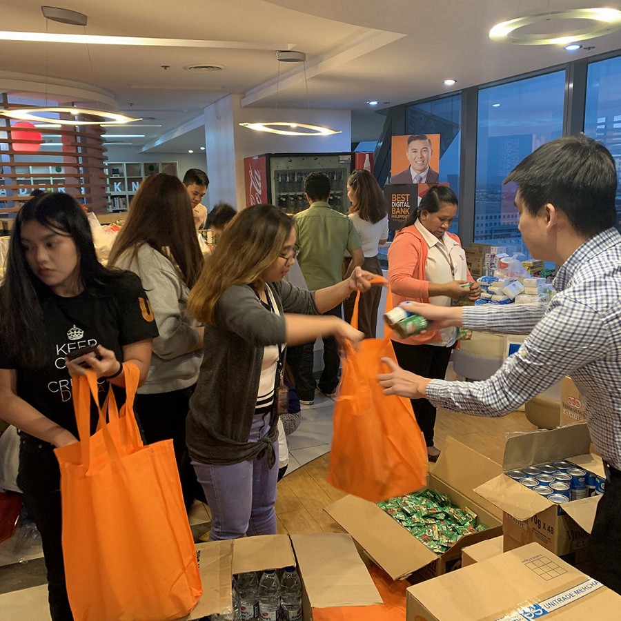 UnionBank Brings Aid to Families in Batangas