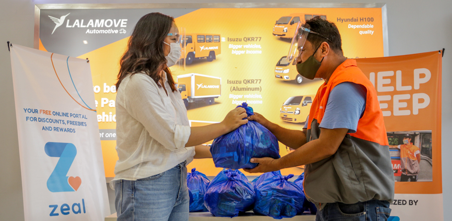 ZRewards, Partners Turn over Care Packages to Jeepney Driver