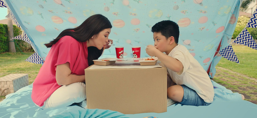 Make bonding extra special just like Regine and Nate Alcasid in this new Jolly Spaghetti Ad