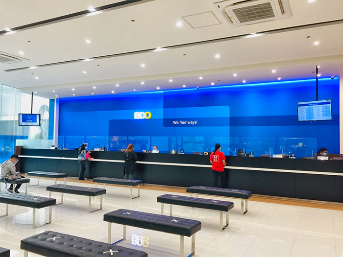 Since December 5, 2020, BDO Unibank Inc. has re-opened its mall-based branches for Saturday banking until 4pm. This is aligned with BDO's move to open all its branches nationwide to aid in the country's economic recovery. Photos show the BDO branch inside SM Mall of Asia A.